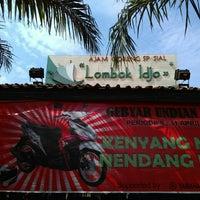 Photo taken at Ayam Goreng Lombok Idjo by Dias P. on 5/21/2016