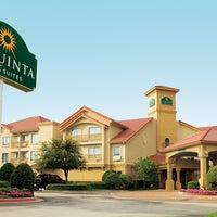 Photo taken at La Quinta Inn & Suites Atlanta Perimeter Medical by άβơ ʟąìąǹ ツ on 4/20/2014