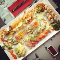 Photo taken at Raw Sushi & Grill by Ana G. on 7/14/2015