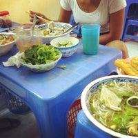 Photo taken at Bún Ốc Chua Ngọt by Punnie 토. on 7/24/2012
