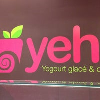 Photo taken at Yeh! Yogourt Glacé et Café by Adela C. on 6/4/2012