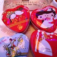 Photo taken at Restoran Pekin 北京楼 by Melvin W. on 1/12/2013