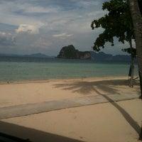 Photo taken at Koh Hai Fantasy Resort & Spa by tommy s. on 5/10/2013