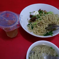 Photo taken at Bakmi Ayam & Chinese Food AKAI by Handy W. on 3/30/2015