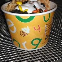Photo taken at Moonberries Frozen Yogurt by Dana C. on 6/9/2013
