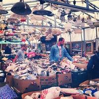 Das Foto wurde bei Flohmarkt am Mauerpark von ayk am 8/12/2013 aufgenommen