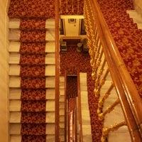 Photo taken at Büyük Londra Oteli by Nils P. on 2/21/2013
