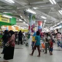 Photo taken at Giant Hypermarket by Diah N. on 11/15/2014