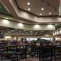 Photo taken at Barnes & Noble by Nigel A. on 12/31/2014