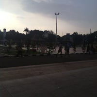 Photo taken at Alun-Alun Kota Serang by Fajar S. on 4/17/2013