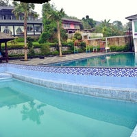 Photo taken at Villa Omah Gunung Puncak by Reza Aditya I. on 5/25/2013