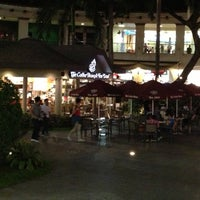 Photo taken at The Coffee Bean & Tea Leaf by Julles R. on 5/6/2013