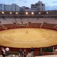 Foto tomada en Plaça de Bous de València | Plaza de Toros de Valencia por Mert Y. el 5/11/2013