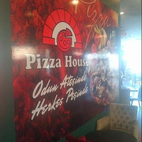 Photo taken at Pizza House by ilker E. on 4/17/2013