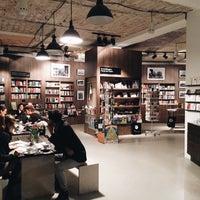 Das Foto wurde bei ocelot, not just another bookstore von Anastasy am 11/16/2015 aufgenommen