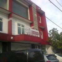 Photo taken at Vidiz Baniar Beauty Clinic by Wawan H. on 12/29/2013