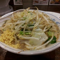 Photo taken at 東京タンメン トナリ 丸の内店 by keisuke74327 on 6/25/2013