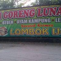 Photo taken at Ayam Goreng Tulang Lunak Bengawan by Jhoni D. on 6/7/2013
