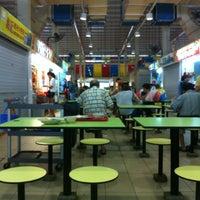 Photo taken at Telok Blangah Crescent Market & Food Centre by Emiko Francois Yves✞ 张. on 10/13/2012