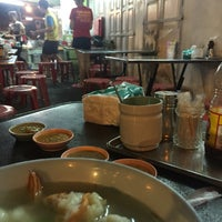 Photo taken at Phlapphla Chai Fish Porridge by GiFtZee' on 5/8/2016