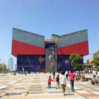 Photo taken at Osaka Aquarium Kaiyukan by Plaaw S. on 5/18/2013