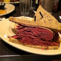 Photo taken at Zaftigs Delicatessen by Jimmy C. on 11/21/2012