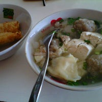 Photo taken at Bakso Kikil Seruni by erma r. on 11/27/2012