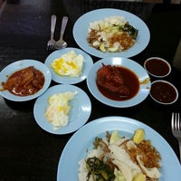 Photo taken at Restoran Nasi Lemak Lido by YatiHamid S. on 3/10/2013