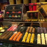 Photo taken at TWG Tea by JY LEE e. on 9/10/2016