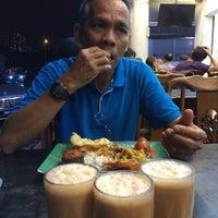 Photo taken at Restoran Original Penang Kayu Nasi Kandar by Shuhada Z. on 1/28/2015