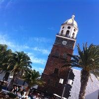 Photo taken at Mercadilllo de Teguise by Esther G. on 10/13/2013