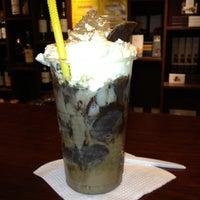 Photo taken at Havanna Café by Sergio Torrico on 6/20/2012