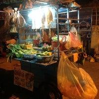 Photo taken at Nha Hang Tuyet Mai by Vonchio K. on 11/3/2013