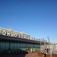 Photo taken at HND International Terminal by Takashi Michael Matsuo on 11/24/2012