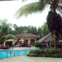 Photo taken at Swimming Pool Kristal Hotel by Raise P. on 7/29/2013