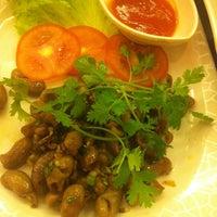 Photo taken at Nhà hàng lẩu Soa Soa by Lê N. on 3/5/2014