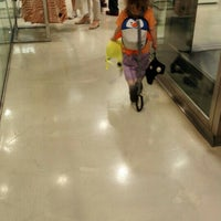 Photo taken at H&M by Fionnulo B. on 6/6/2015