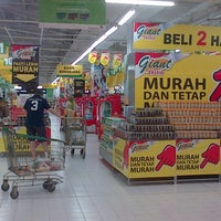 Photo taken at Giant Hypermarket by William M. on 11/14/2013