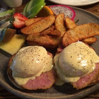 Photo taken at Over Easy Breakfast by Herman W. on 4/25/2015