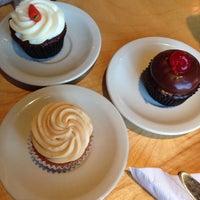 Photo taken at Cupcake by Lidiane G. on 10/27/2013