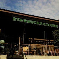 Photo taken at Starbucks by Ploypornzz on 8/6/2013