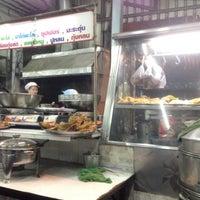 Photo taken at ข้าวต้มบาทเดียว-รามอินทรา by Beer P. on 12/27/2014