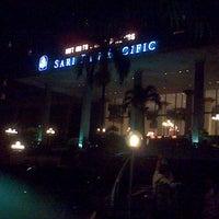 Photo taken at Sari Pan Pacific Jakarta by Yayi S. on 6/16/2013