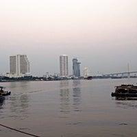 Photo taken at ท่าเรือราษฎร์บูรณะ (บิ๊กซี) Ratburana (Big C) Pier S4 by Oouumm on 1/24/2015