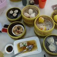 Photo taken at Jin Xuan Hong Kong Restaurant (锦选香港特极点心) by Xin Ru O. on 7/30/2016