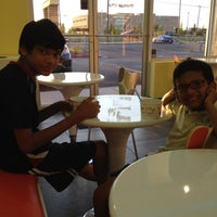 Photo taken at Mango Cup Frozen Yogurt by Keren A. on 4/24/2012
