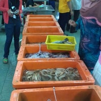 Photo taken at Muara Ikan Bakar Tanjung Harapan by Hakim Fadzil on 2/13/2013