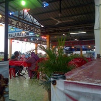 Photo taken at Restoran Juara Ikan Bakar 24 Jam by NaNa A. on 8/25/2013