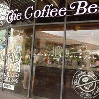 Photo taken at The Coffee Bean & Tea Leaf by sangsoo k. on 8/31/2014