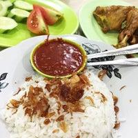 Photo taken at Nasi Uduk & Ayam Goreng Toha by Tanti S. on 2/6/2016
